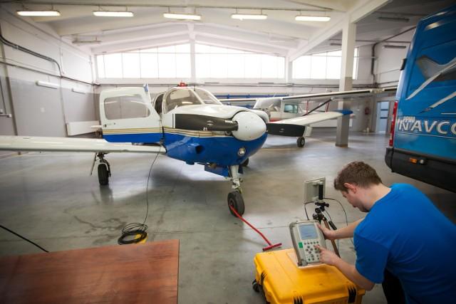 Lubelska lotnicza firma podbija PolskęDotychczas firma sprawdzała urządzenia m.in. w samolotach Cessna grupy 100. Obecnie stara się o certyfikat na obsługę kolejnych maszyn. Prace będą prowadzone w świdnickim zakładzie.