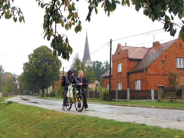 """Borki Wielkie koło Olesna zwyciężyły w tegorocznym konkursie """"Piękna Wieś Opolska"""". Zostawiły w polu osiemnaście innych miejscowości. Mieszkańcy nie spodziewali się takiego sukcesu."""
