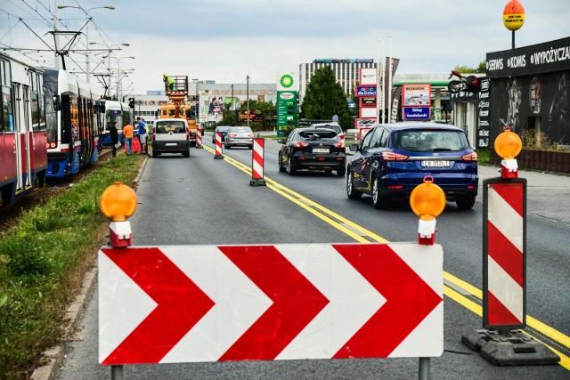 Od 13 września na kierowców czekają kolejne utrudnienia w ruchu. Tramwaje i autobusy również pojadą inaczej, skutki remontu i budowy mostów odczują także pasażerowie komunikacji miejskiej.