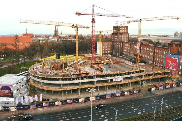 Hotel Hilton w kompleksie OVO jest już półmetku