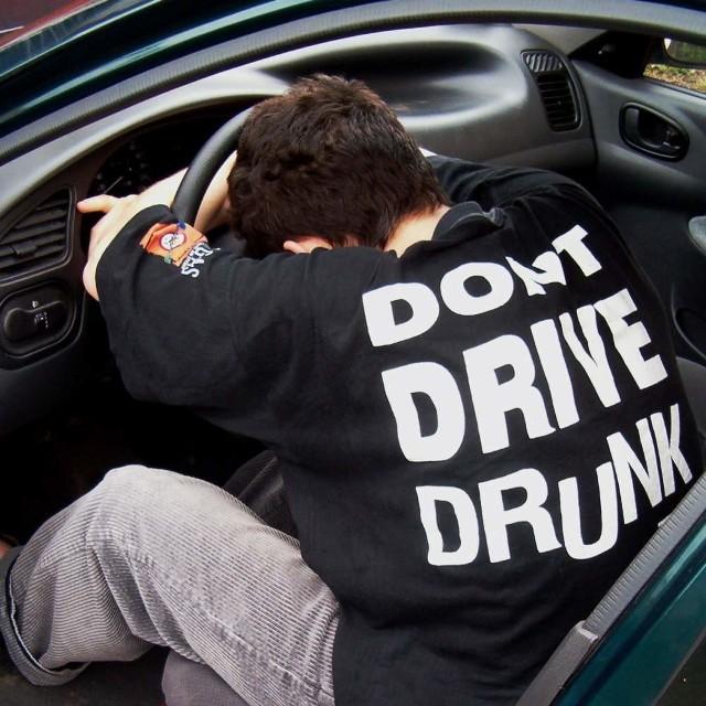Namysłowscy policjanci zatrzymali dwóch pijanych braci...
