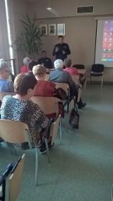 Policjanci rozmawiali z seniorami o zagrożeniach [ZDJĘCIA]