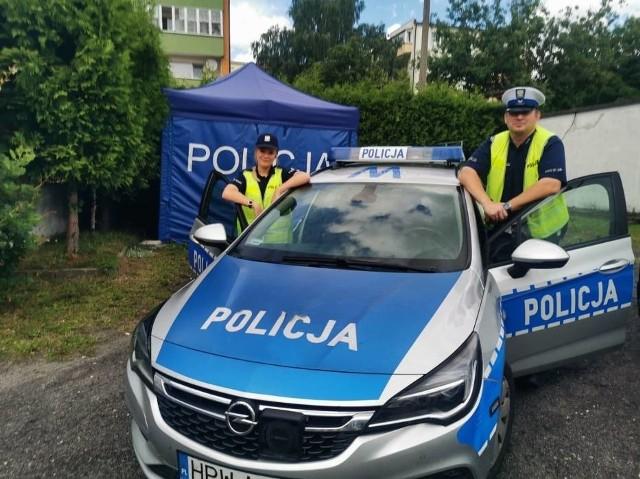 Posterunkowa Klaudia Dziuba i sierżant Przemysław Łysakowski z Komendy Powiatowej Policji w Sławnie