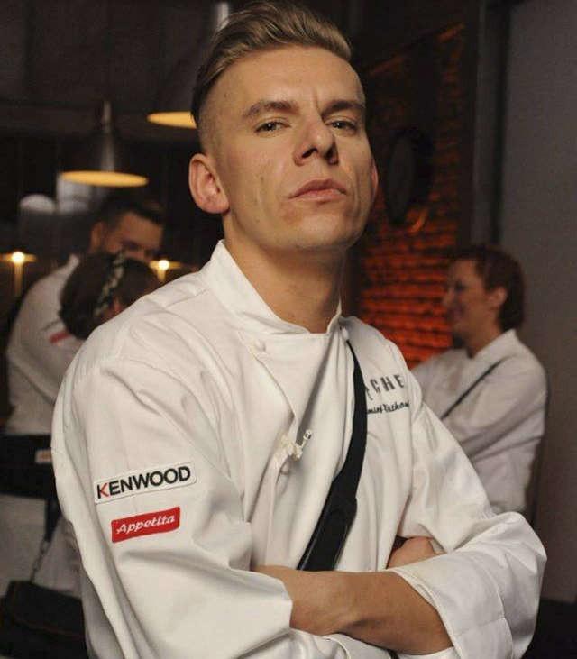 """Czy tak wygląda przyszły """"Top Chef""""? Na zdjęciu Bartłomiej Witkowski w telewizyjnym programie kulinarnym"""