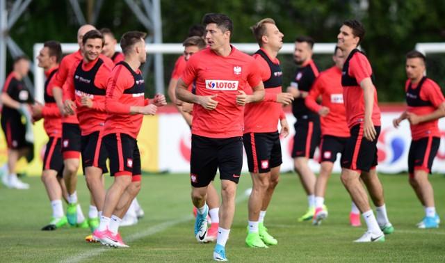 Polacy w Warszawie trenować będą do środy. W czwartek polecą do Kopenhagi, gdzie w piątek zagrają z Danią.