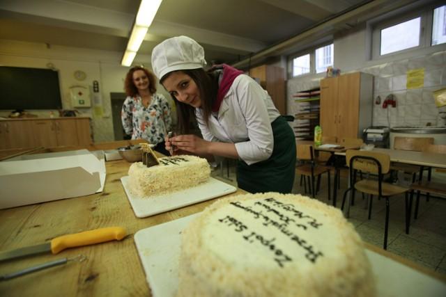 12.05.2015 krakowzespol szkol gastronomicznych pracownia gotowanie jajecznica jajeczniczka jedzeniefot. marcin makowka