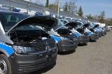 Policjanci w Poznaniu mają nowe radiowozy. To nowoczesne furgony patrolowe