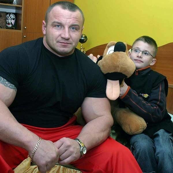 Mariusz Pudzianowski to jeden z najsilniejszych ludzi na świecie. Od ub. piątku Adrian jest jego dobrym kumplem.