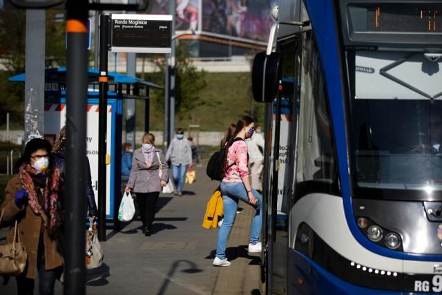 Wolontariuszy z identyfikatorem gCSD 2020 będzie można spotkać 22 czerwca na przystankach i pętlach tramwajowych z biletomatów, siedzeń, poręczy, uchwytów, zlokalizowanych na trasach linii tramwajowych 52, 50 i 14.