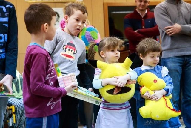 Dzieci bardzo cieszyły się z darów