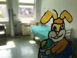 Internauci apelują o wsparcie dla onkologii po obraźliwym geście posłanki PiS. Film ojca chorej dziewczynki z Gdyni poruszył internautów
