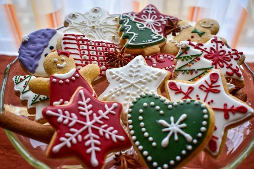 Tradycja robienia świątecznych pierników łączy pokolenia....