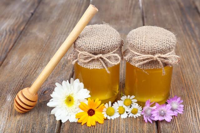 Właściwości miodówO tym, że miód naturalny jest zdrowy, nikogo nie trzeba przekonywać. Dlatego zachęcamy do jego spożywania.