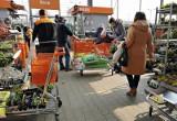 Markety budowlane w Poznaniu. Które sklepy będą otwarte w sobotę i niedzielę handlową, 25 kwietnia?