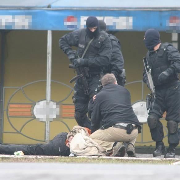 """Jednego z bandytów policja złapała zaraz po napadzie na bank przy ul. """"Grota"""" Roweckiego. Pozostali wpadli dwa dni później."""