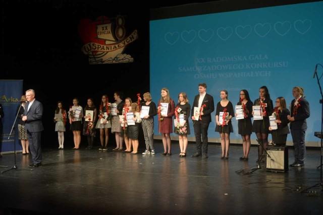 """Oto wszyscy laureaci konkursu """"Ośmiu Wspaniałych""""."""