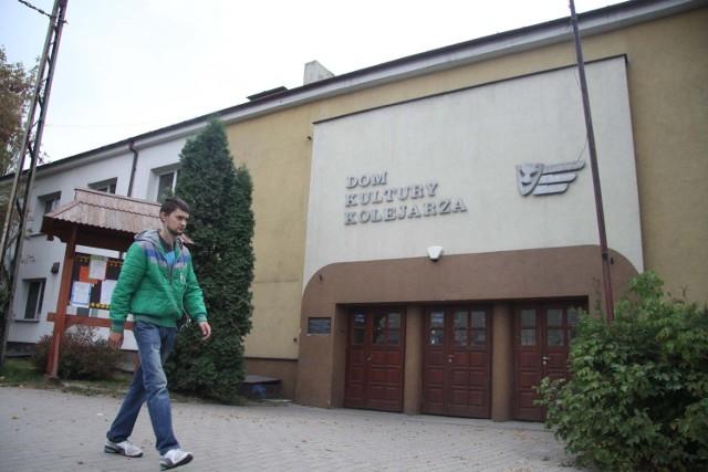 Dom Kultury Kolejarza ma obecnie nieco ponad 3 tysiące metrów kwadratowych powierzchni...