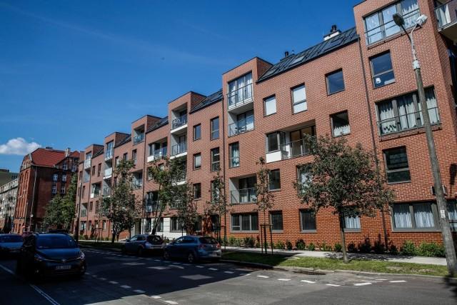Łączna kwota do spłaty z tytułu kredytów mieszkaniowych udzielonych/nominowanych we franku szwajcarskim na koniec czerwca 2019 r., to 102,8 mld zł.