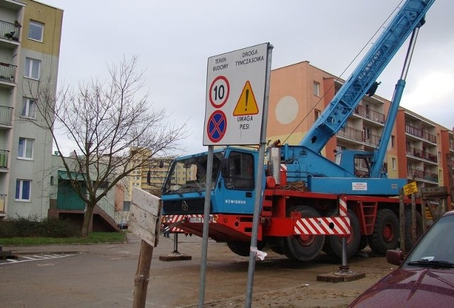 Ciężki sprzęt budowlany przy ul. Frąckowskiego.