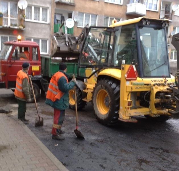 Drogowcy remontują ul. Sybiraków.