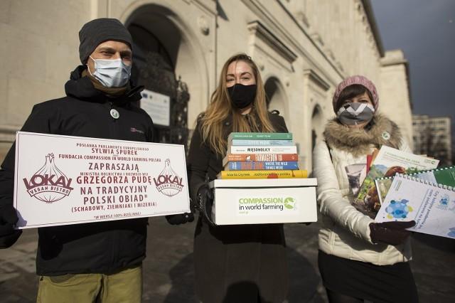 Aktywiści z Compassion Polska, wybrali się do ministerstwa rolnictwa