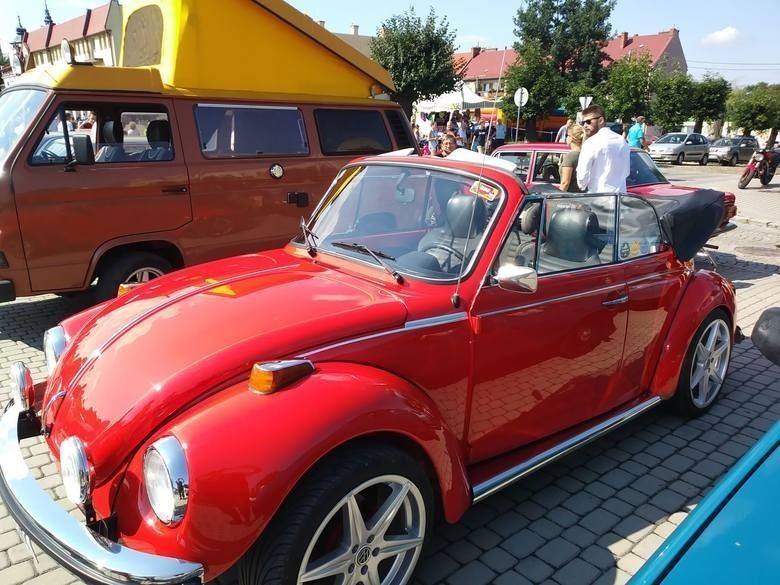 Na zeszłorocznych Opatowskich Spotkaniach Pojazdów Dawnych było wiele ciekawych aut, nieczęsto spotykanych na drogach. Tegoroczna impreza ma być jeszcze bardziej widowiskowa.