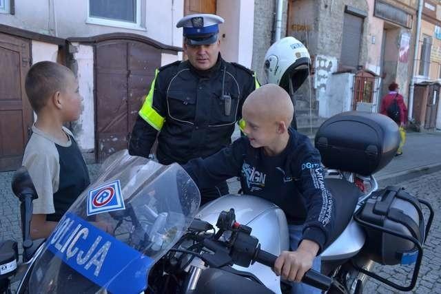 Po części oficjalnej przygotowano atrakcje dla mieszkańców. Można było obejrzeć sprzęt policyjny, usiąść na motocyklu, a za sprawą specjalnych gogli sprawdzić, jak widzi kierowca, który decyduje się na jazdę po alkoholu.
