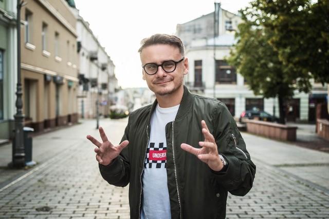 Reżyser Konrad Łęcki.