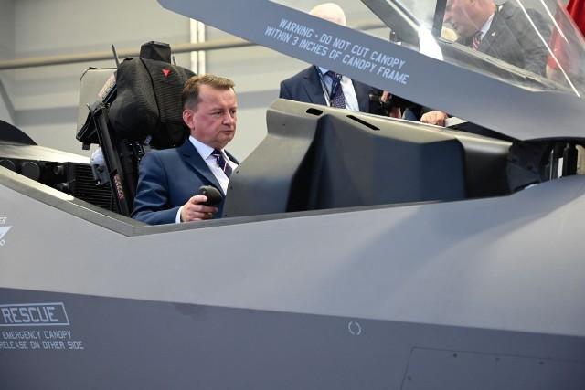 Mariusz Błaszczak za sterami F35