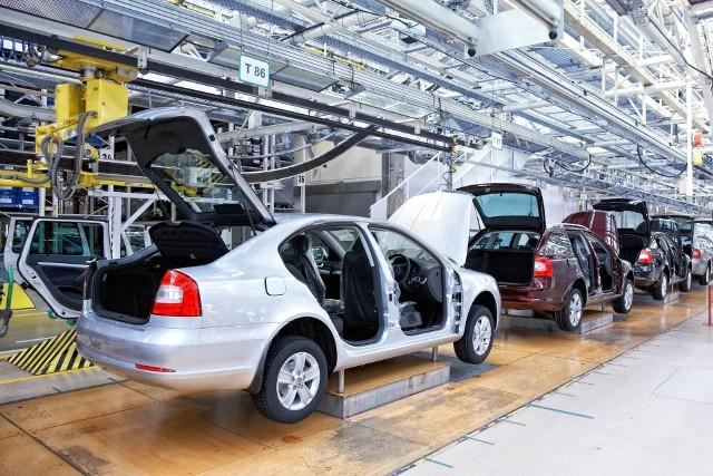 Konkurencja ze strony innych państw (48 proc.), wzrost kosztów pracy (47 proc.) oraz pogorszenie otoczenia gospodarczo-politycznego (46 proc.) to trzy główne czynniki mogące zahamować rozwój automotive w Polsce.