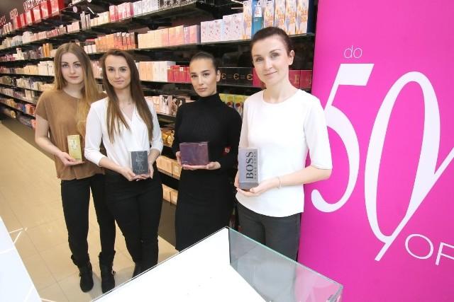 Nowa perfumeria od wtorku w Galerii KoronaEkspedientki nowej perfumerii prezentują zapachy, które w tej chwili można kupić z ekstrarabatem.
