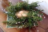 Wielkanocny wianek z bukszpanu i wierzby. Zobacz, jak go zrobić