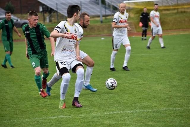 Kacper Łaga ma 20 lat i jest wychowankiem Gryfa Słupsk. Piłkarz trafił do Wieży Postomino i jest jej zawodnikiem. Wieża to beniaminek IV ligi ZZPN – Szczecin