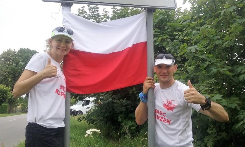 Przemysław Koziarski z Opola i mieszkanka Zabrza Aleksandra Kasprzak, biegną od 4 lipca z Zakopanego na Hel.