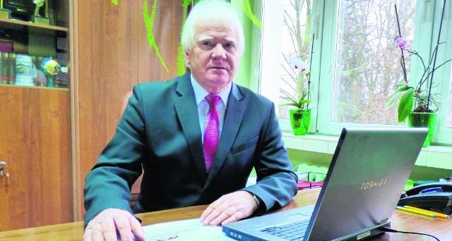 Ryszard Zych, burmistrz Stopnicy, jest najlepiej ocenianym samorządowcem powiatu buskiego w 2017 roku. Rekordzista - gminą rządzi od 27 lat, a praca daje mu wciąż zadowolenie oraz satysfakcję.