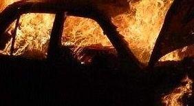 Volvo spłonął. Nikt nie ucierpiał w pożarze.