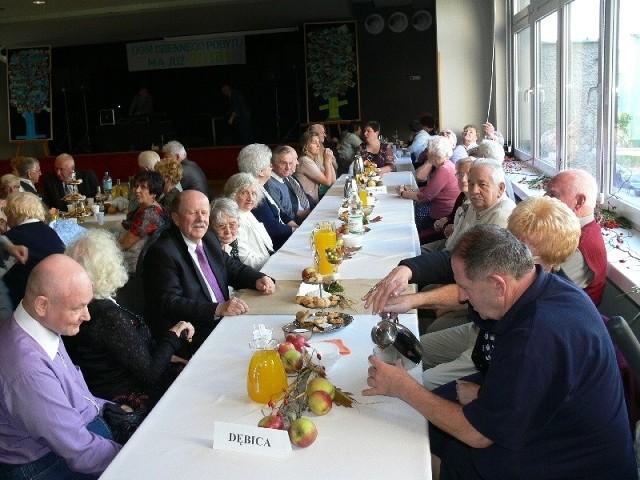 W tarnobrzeskich obchodach Dnia Seniora uczestniczyli między innymi seniorzy z zaprzyjaźnionego DDP w Dębicy.