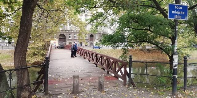 Kładka św Antoniego na fosie miejskiej we Wrocławiu.