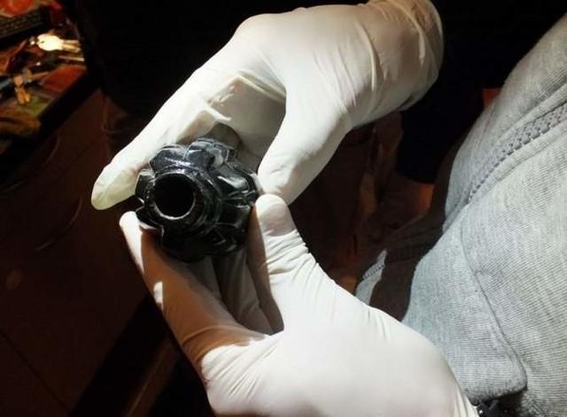 Podczas prac remontowych na terenie Komendy Wojewódzkiej Policji w Szczecinie znaleziono granat