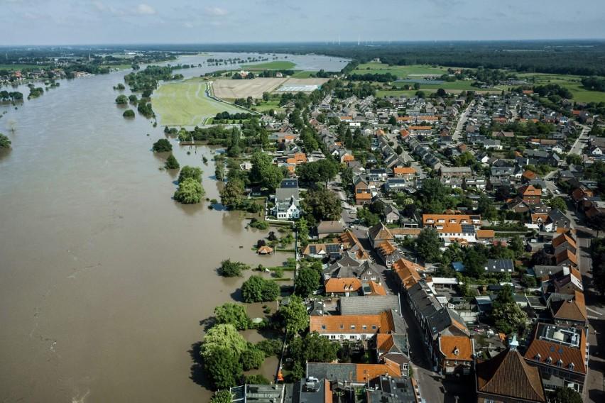 Holandia: uciekali z miasta Meerssen w popłochu przed powodzią. Na ewakuację nie było już czasu