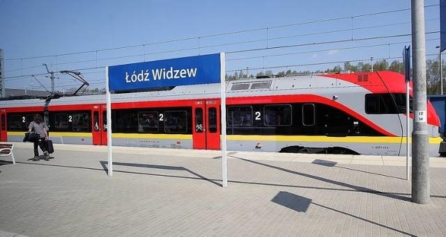 Wraca, obsługiwane przez Łódzką Kolej Aglomeracyjną połączenie Zgierza z Widzewem (przez trzy inne łódzkie przystanki: Arturówek, Marysin, Stoki).