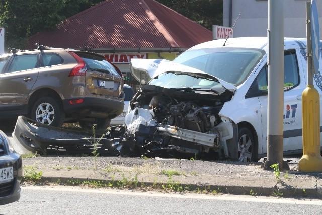 Jak przyznaje sam sprawca wypadku, zatłoczone skrzyżowanie opuszczał już na czerwonym świetle