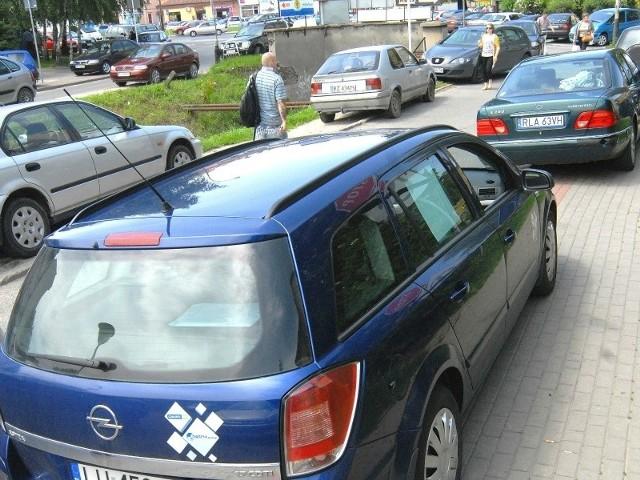 Miasto od czterech lat nie może się uporać z przygotowaniem terenu pod parking na kanale Mikośki.