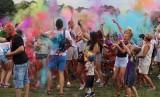Święto Kolorów i festyn nad zalewem w Szydłowcu. Mnóstwo osób obsypywało się proszkami (ZDJĘCIA)