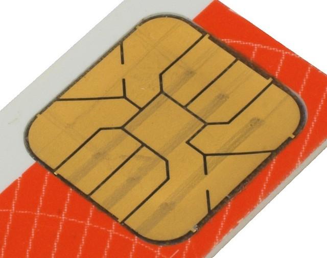 Niewielki chip na dowodzie osobistym będzie zawierał m.in. podpis elektroniczny. Fot. Stock
