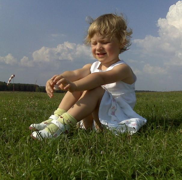 Nasza kochana córka uwielbia spacery i samoloty na naszym lotnisku w Przylepie kolo Zielonej Góry.