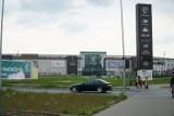 Dwa wysokie budynki mogą powstać przed galerią Posnania. Kto na tym skorzysta? Budżet Poznania, bo działki przy rondzie Rataje są miejskie