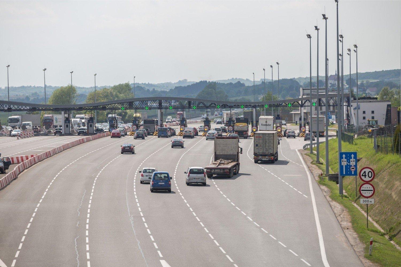 f5da06d3d7a9d Bramki na autostradzie A4 w Balicach. Bramka samoobsługowa znajduje się po  lewej stronie.