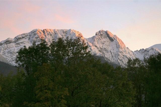 Wystarczy sprawdzić adres internetowy kgp3d.amu.edu.pl, aby zobaczyć w 3D wszystkie 28 szczytów Korony Gór Polski oraz zwizualizować rozciągający się widok z każdego szczytu. Istnieje też możliwość wyświetlenia modelu 3D góry na swoim biurku, jeśli posiada się telefon obsługujący ARCore.