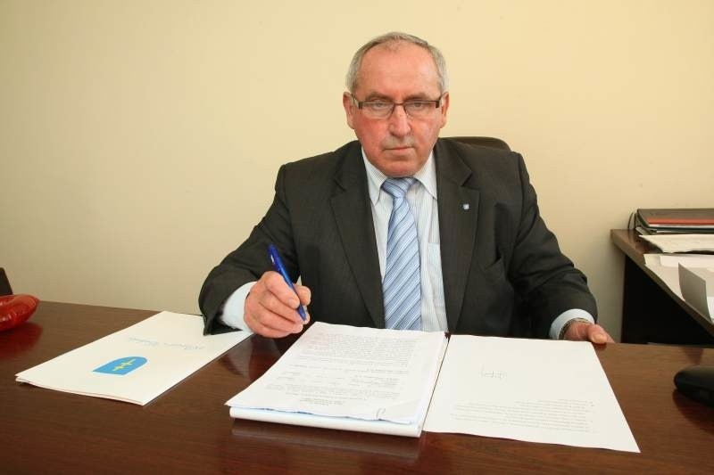 Starosta kielecki Zenon Janus jest zwierzchnikiem Powiatowego Urzędu Pracy w Kielcach.